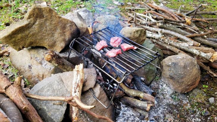伊豆自然村キャンプフィールドで直火を楽しむ